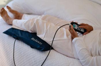 Imagen: El dispositivo para el síndrome de las piernas inquietas, Relaxis (Fotografía cortesía de Sensory Medical).