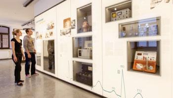 Imagen: Exhibiciones del Museo Siemens de Tecnología Médica (Fotografía cortesía de Siemens Healthcare).