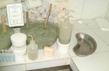 Imagen: Arcillas verdes francesas usadas para curar las úlceras de Buruli (Fotografía cortesía de Thierry Brunet de Courssou / ASU).