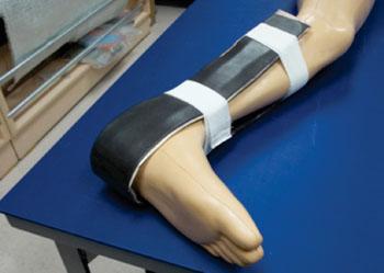 Imagen: La férula WSU de ajuste rápido colocada en una pierna (Fotografía cortesía de NIAR/Universidad Estatal de Wichita).