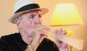 Imagen: La flauta pulmonar en operación (Fotografía cortesía de Medical Acoustics).