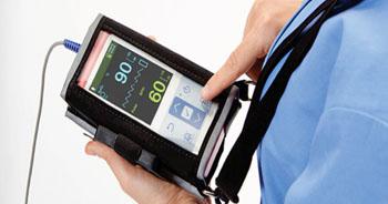 Imagen: El sistema de monitorización, portátil, de SpO2 para pacientes, Nellcor PM10N (Fotografía cortesía de Covidien).