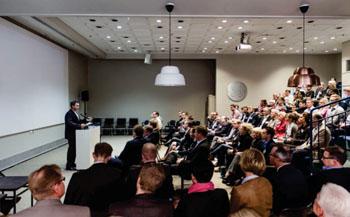 Imagen: Didier Deltort, director general de GE Healthcare Finland, da el discurso de apertura (Foto cortesía de GE Healthcare).