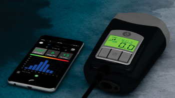 Imagen: El dispositivo Z1 Auto CPAP y la aplicación Nitelog (Fotografía cortesía de Human Design Medical).