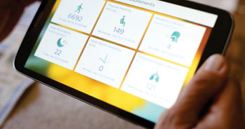 Imagen: Un biosensor monitorizando la plataforma digital HealthSuite (Fotografía cortesía de Philips Healthcare).