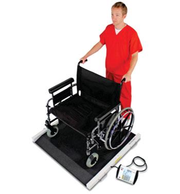 Imagen: La balanza portátil bariátrica Detecto BRW1000, para sillas de ruedas (Fotografía cortesía de Detecto).