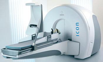 Imagen: El sistema de bisturí de rayos gamma de Leksell Icon para radiocirugía craneal (Fotografía cortesía de Elekta).