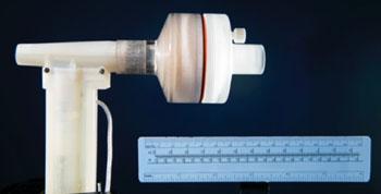 Imagen: El generador de óxido nítrico en línea (NO) (Fotografía cortesía de Brian Wilson, Departamento de Fotografía MGH).